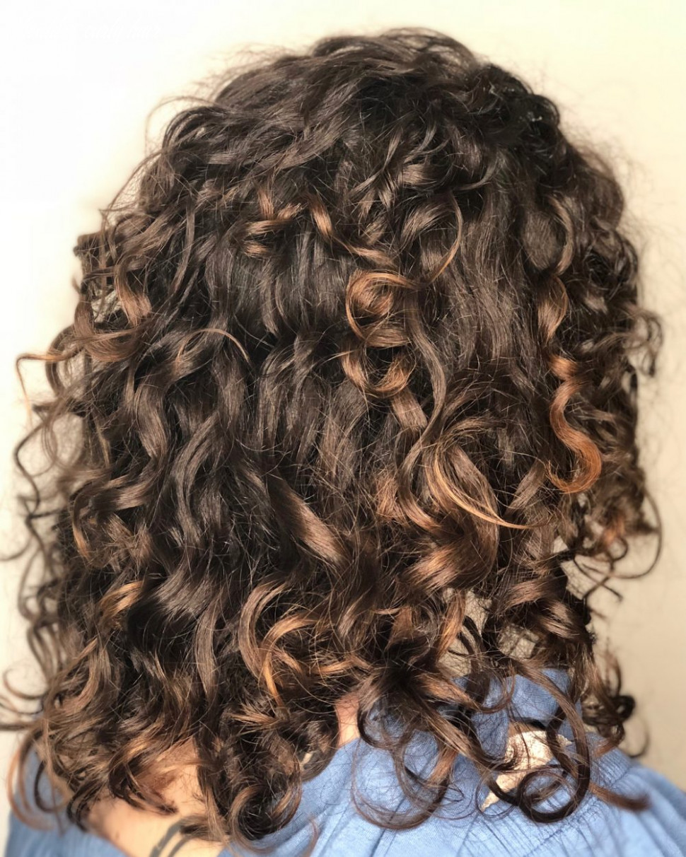 10 Best Shoulder Length Curly Hair Ideas (10 Hairstyles)