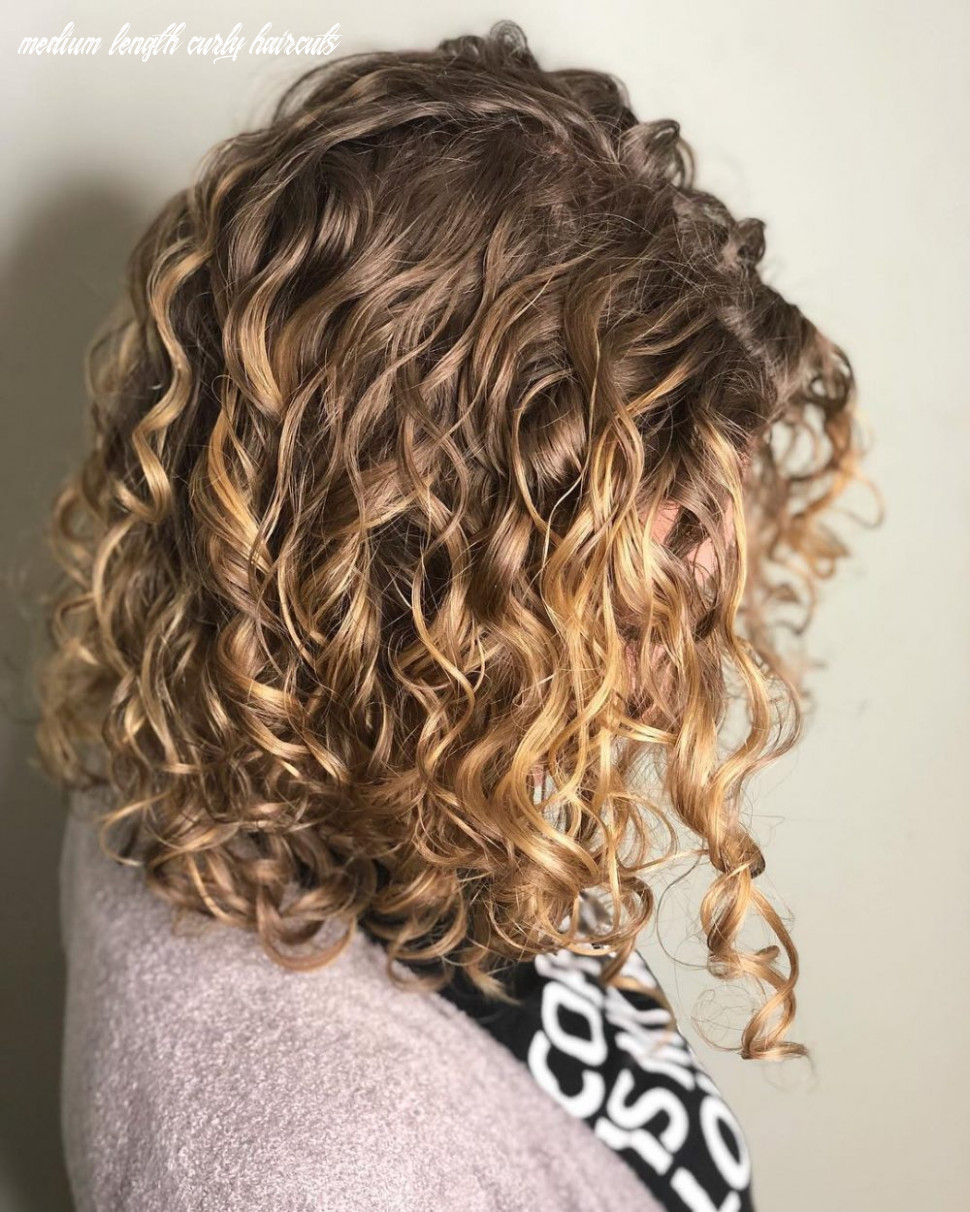 11 Glamorous Mid Length Curly Hairstyles for Women - Haircuts ...