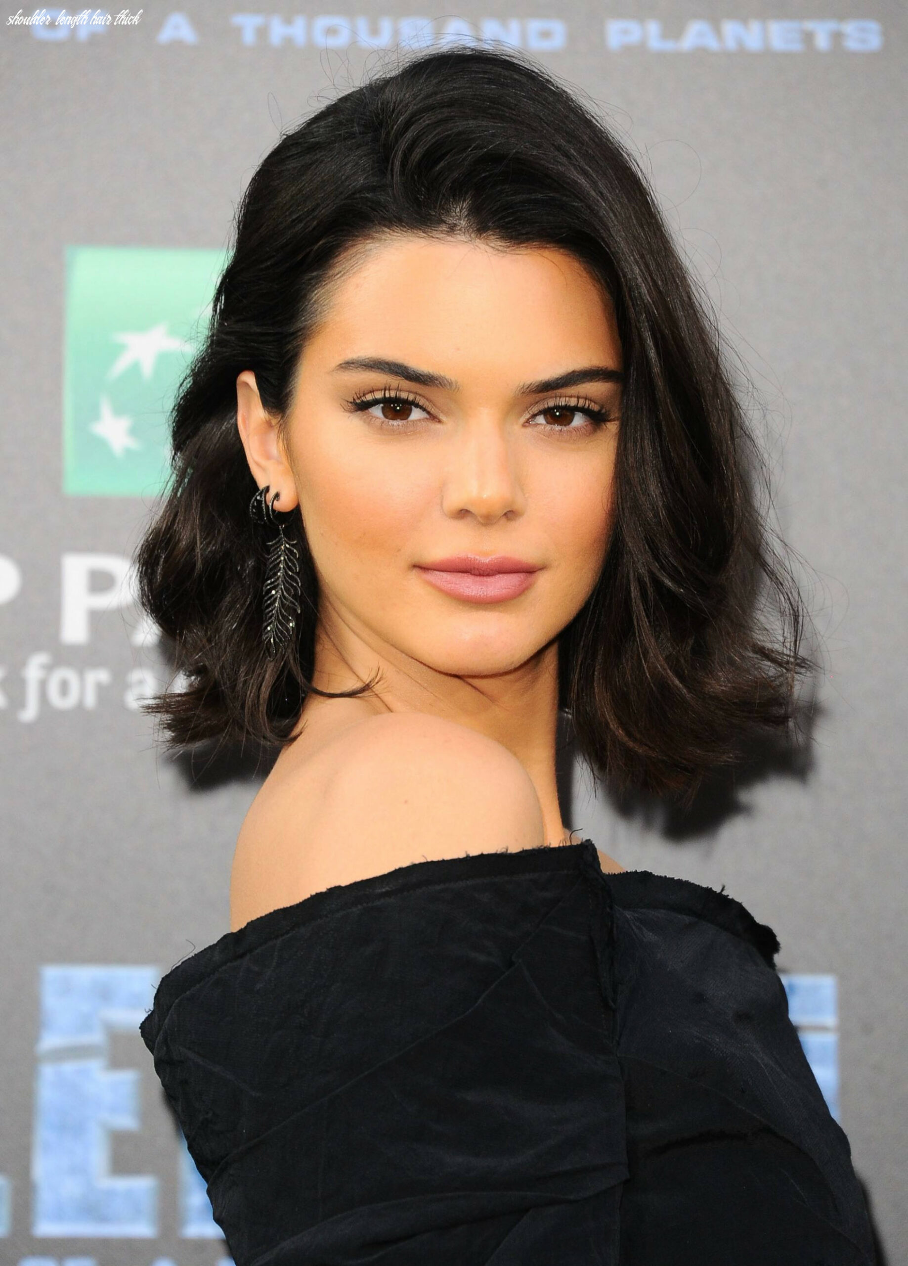 11 medium lengh hairstyles for thick hair that we love shoulder length hair thick