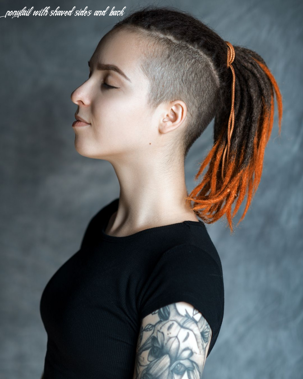 dreadlock girl with shaved sides and ponytail | Короткие дреды ...