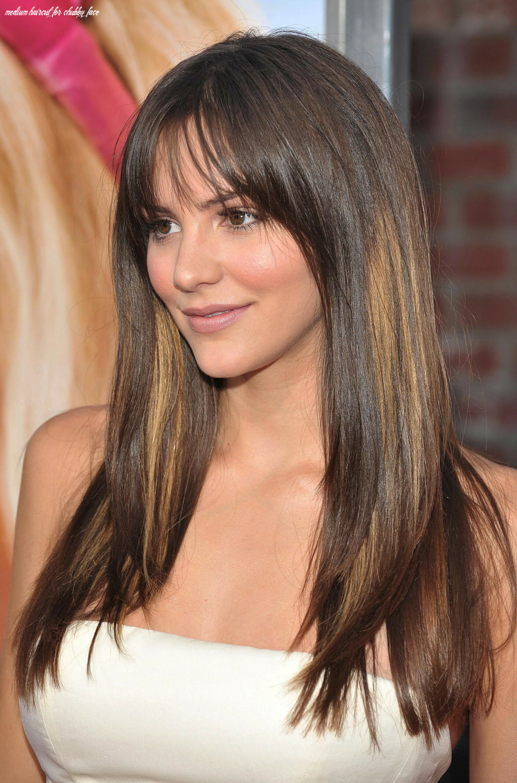 Medium Haircuts for Round Faces Unique Hairstyles for Chubby Faces ...