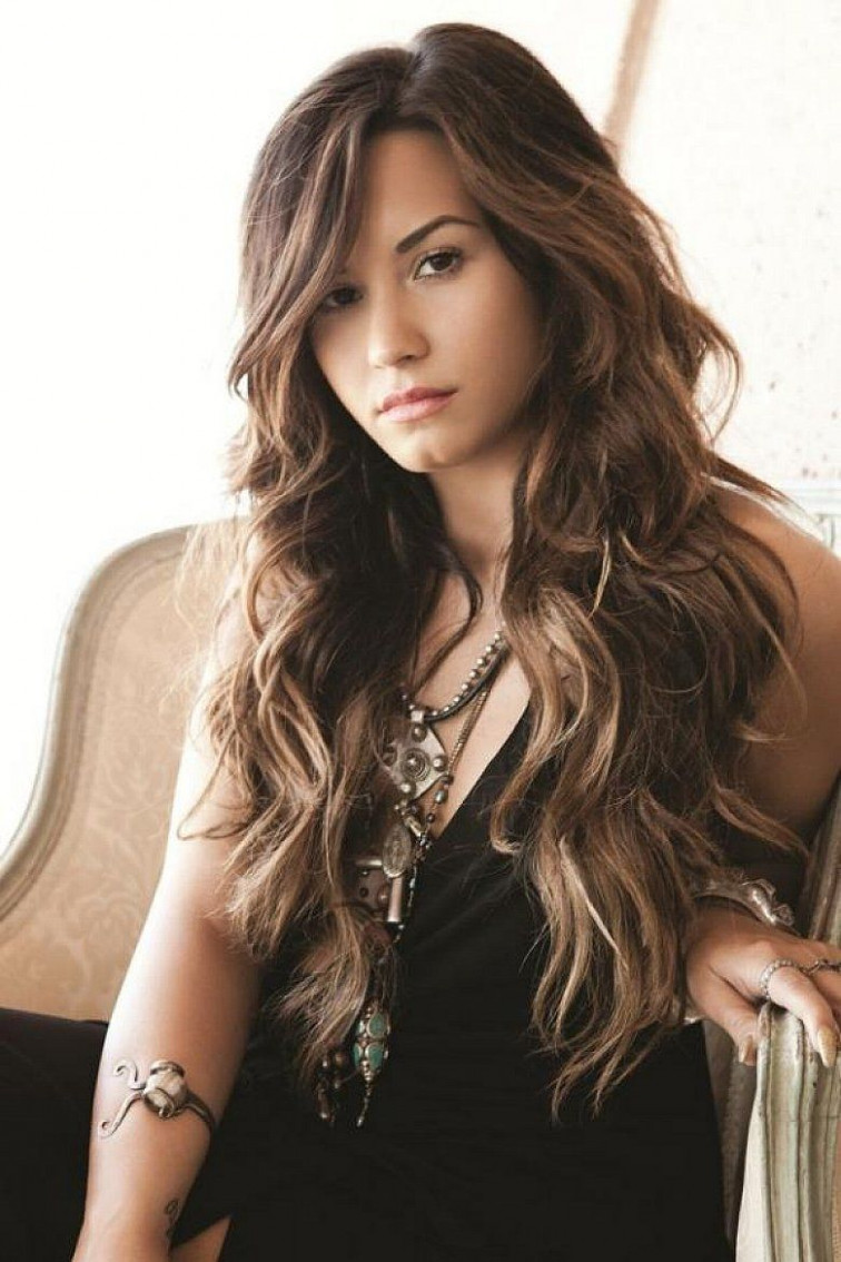 Trendy long hairstyles with layers and side bangs for wavy hair long hair with side bangs