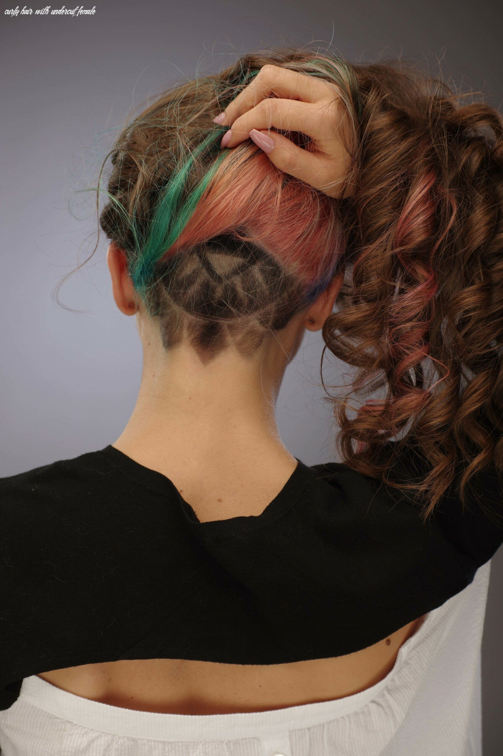 Undercut for women: the ideal way to manage thick and long hair curly hair with undercut female
