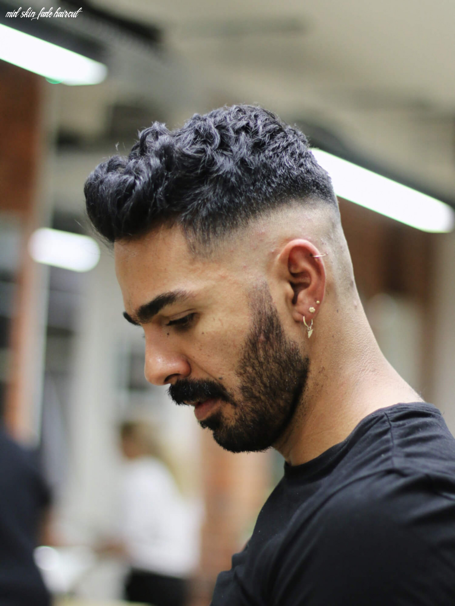 Wavy Quiff Mid Skin Fade Haircut | Style Guide – Regal Gentleman