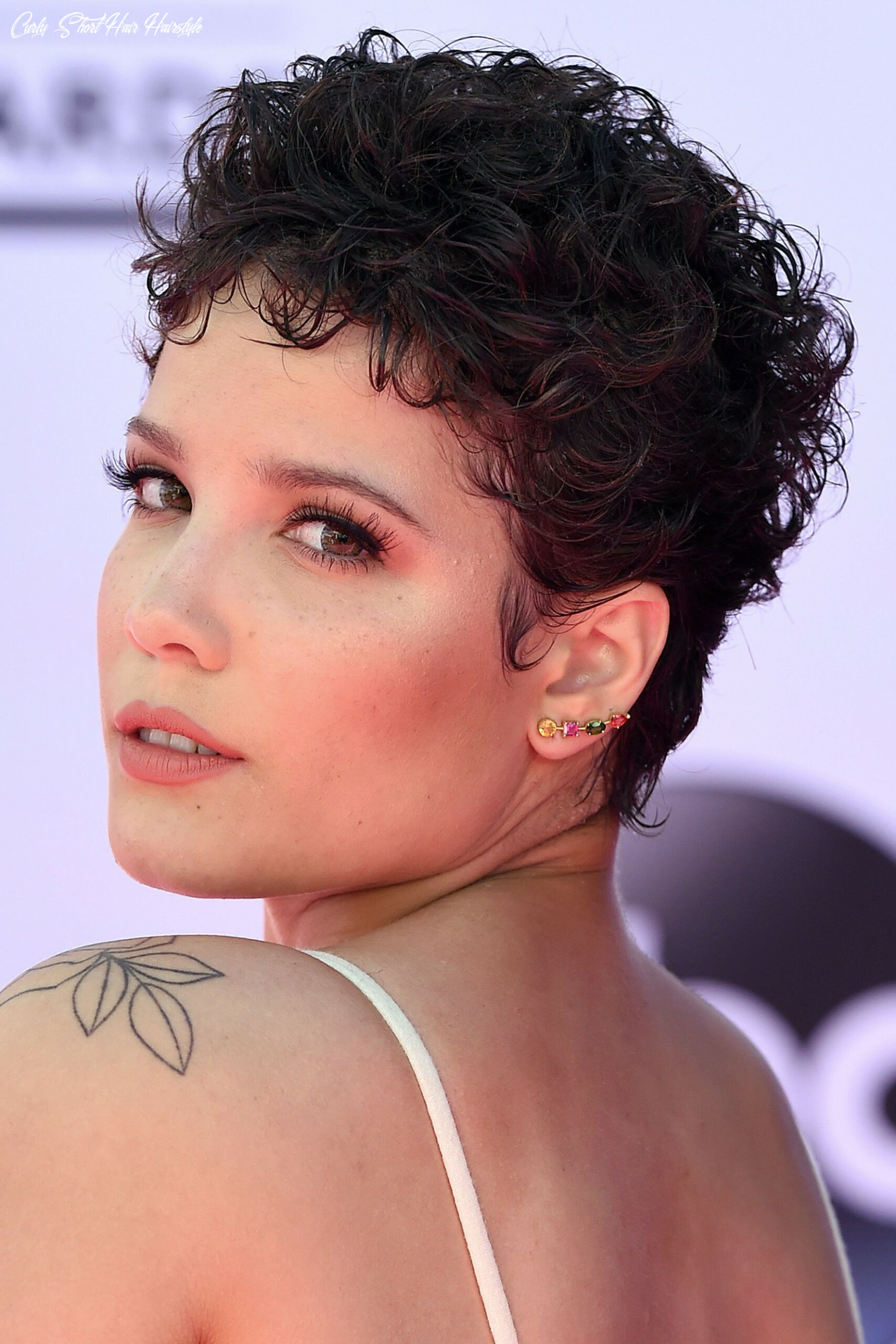 10 best short curly hairstyles 1010 cute short haircuts for