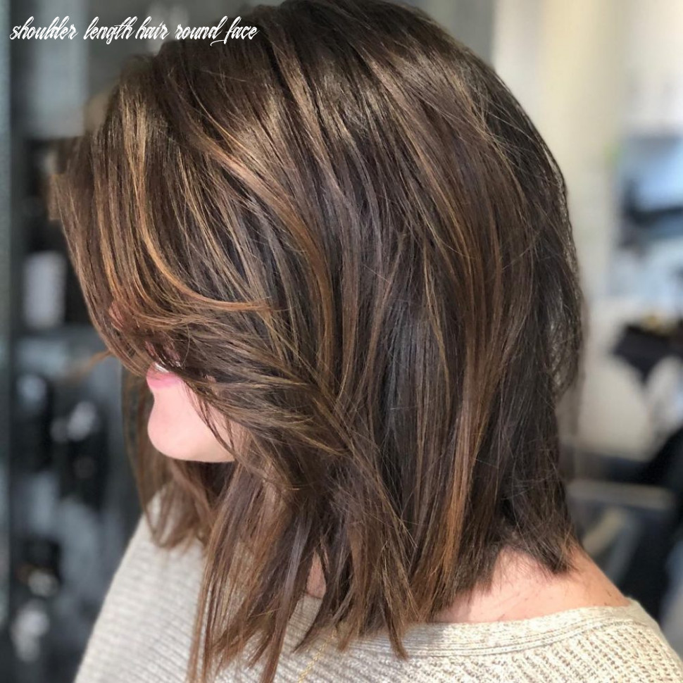 10 flattering medium hairstyles for round faces in 10 shoulder length hair round face