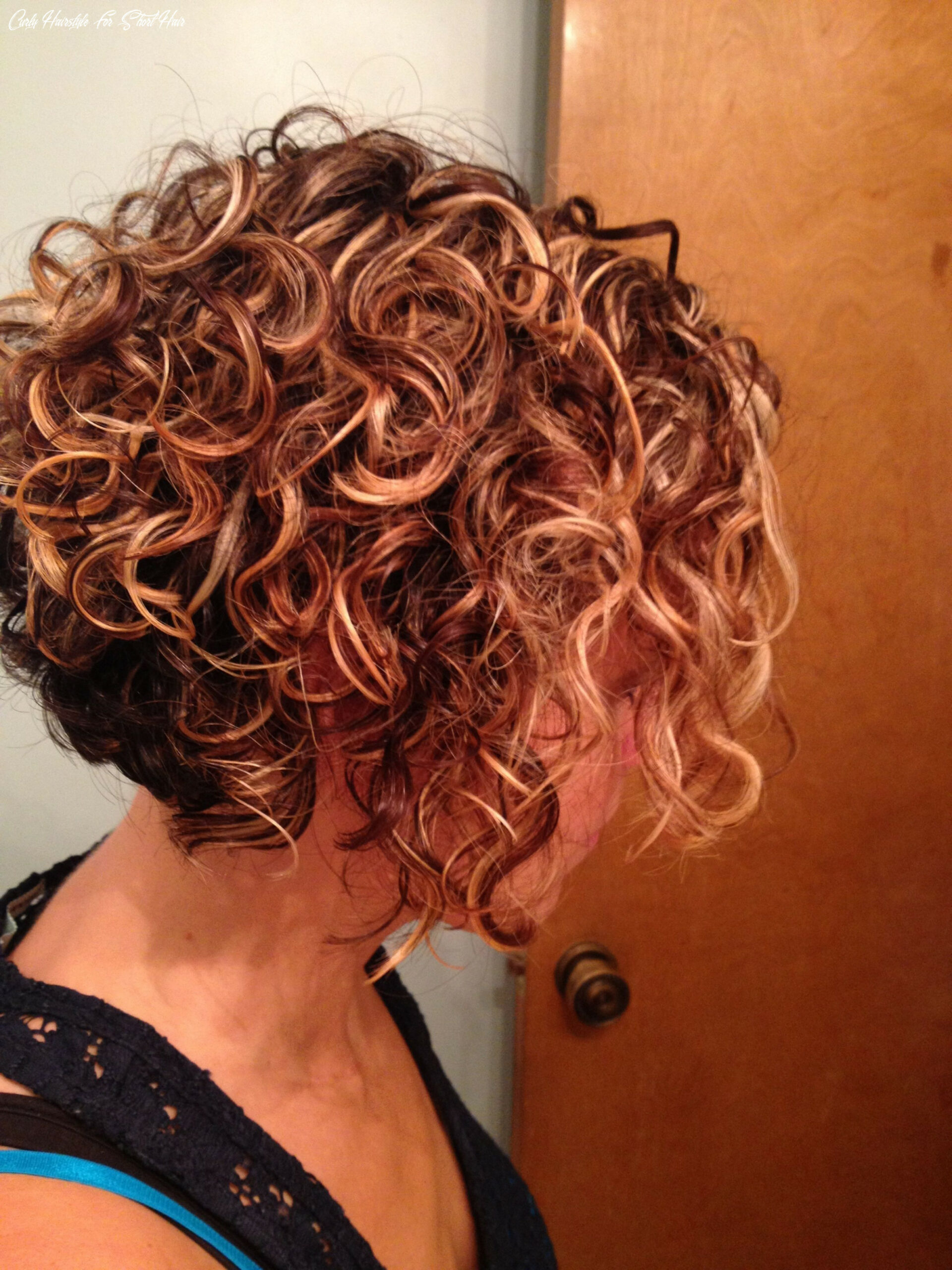 10 lively short haircuts for curly hair short wavy curly