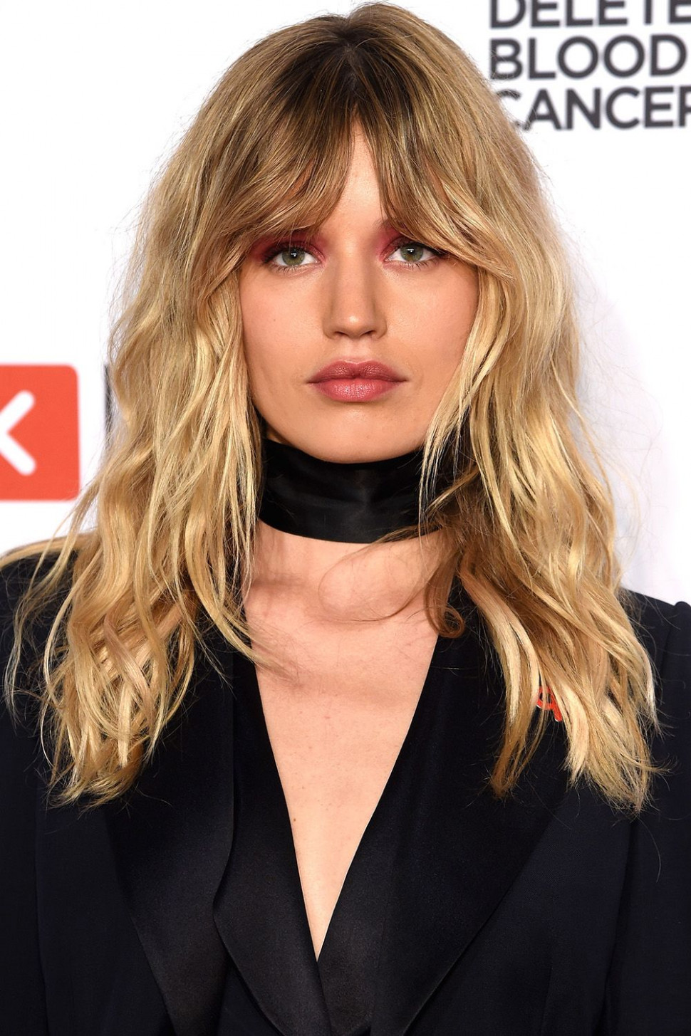 12 best medium hairstyles celebrities with shoulder length haircuts mid length hair