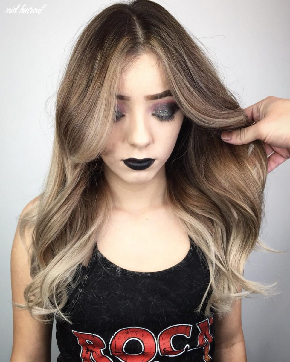 12 flattering middle part hairstyles in 12 mid haircut