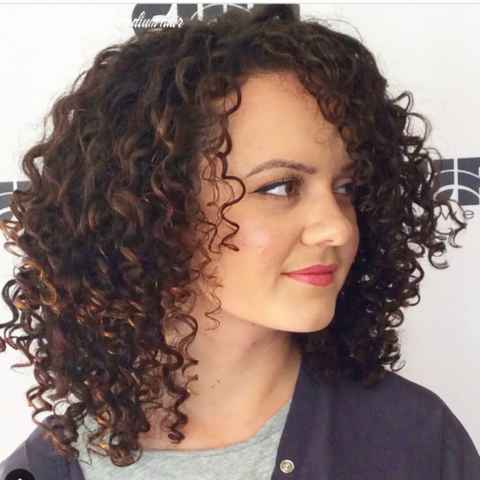 8 Best Shoulder Length Curly Hair Ideas (8 Hairstyles)