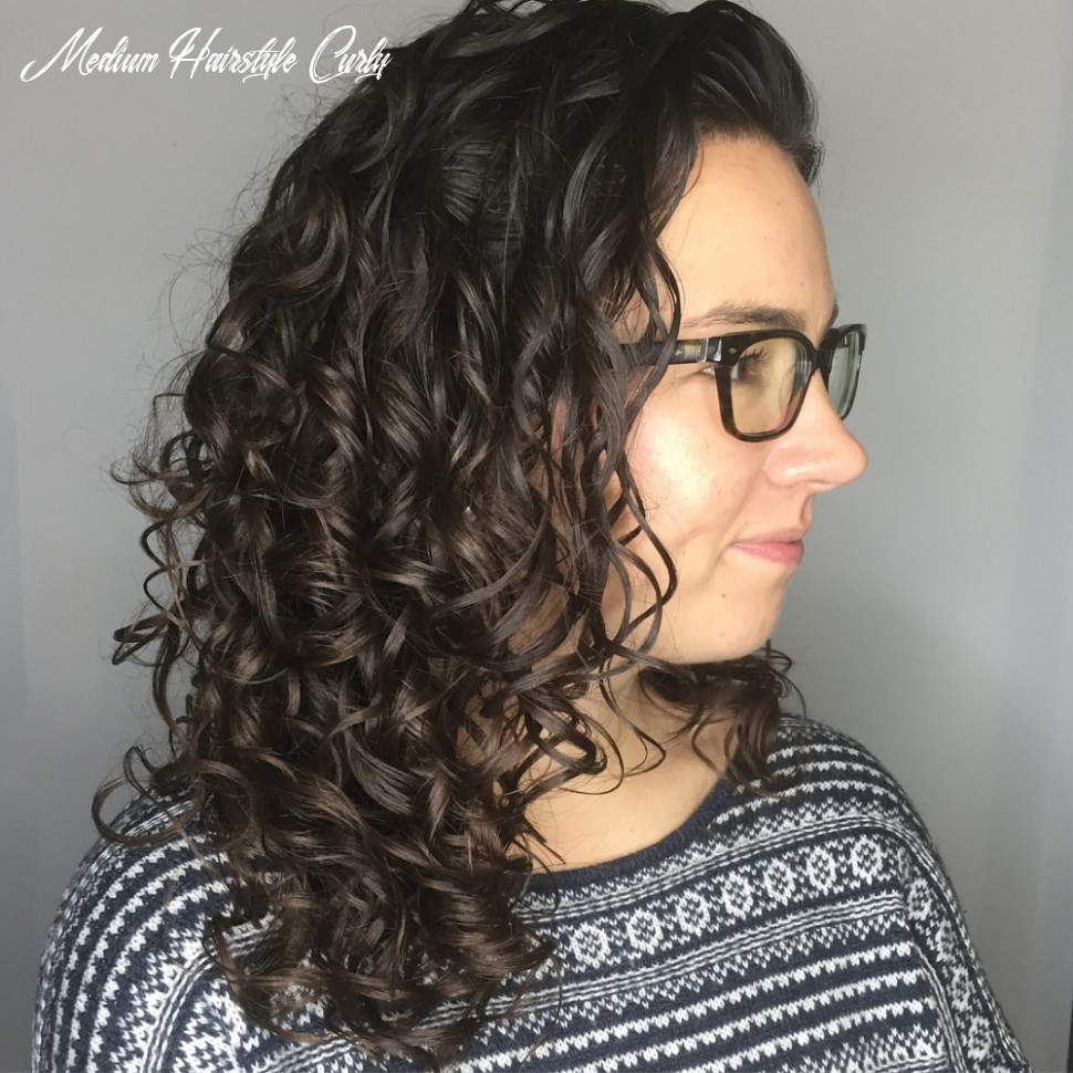 9 Best Shoulder Length Curly Hair Ideas (9 Hairstyles)