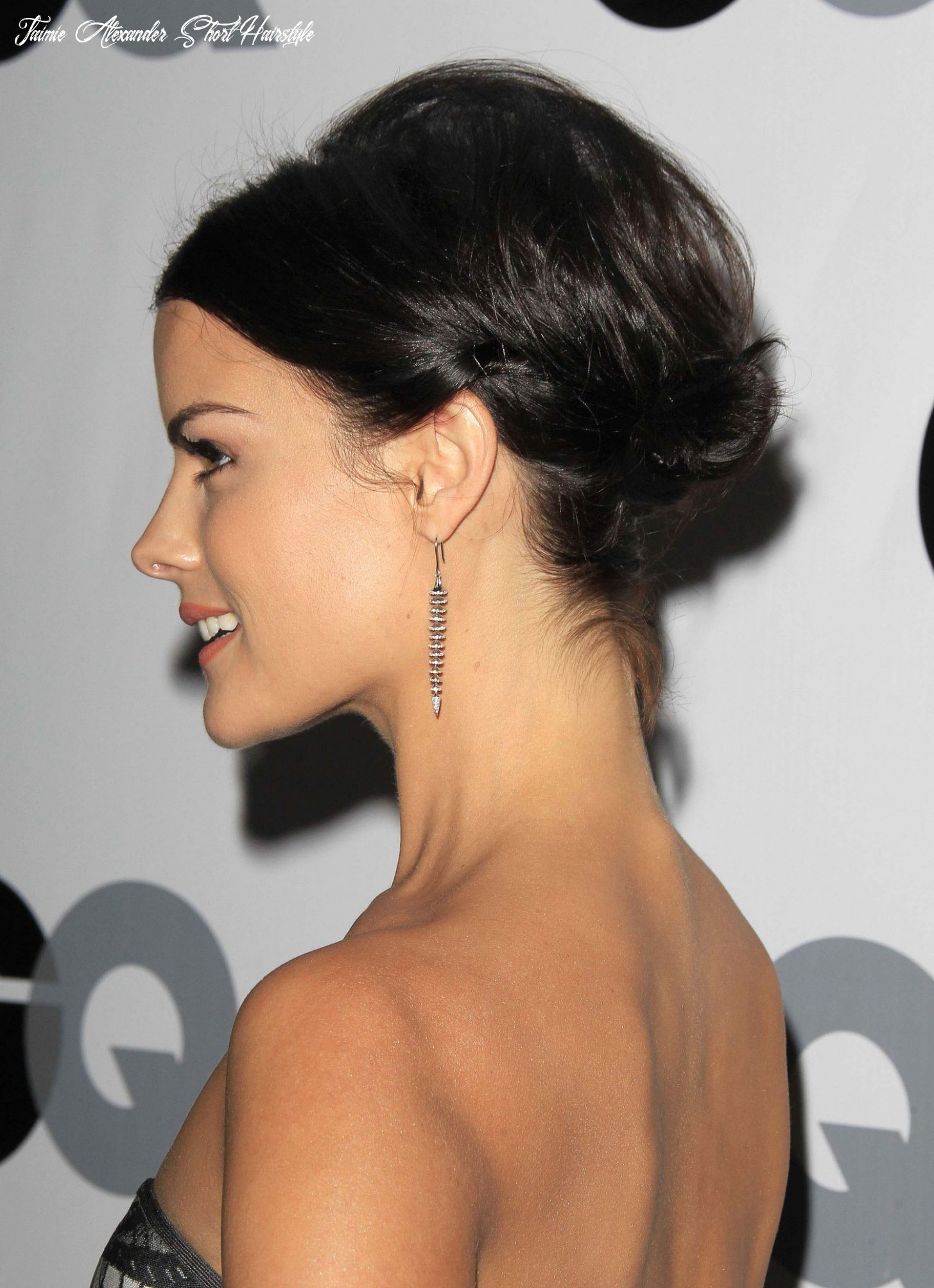 A Few Tricks to Making Short Hair Stay in an Updo You Can Steal ...
