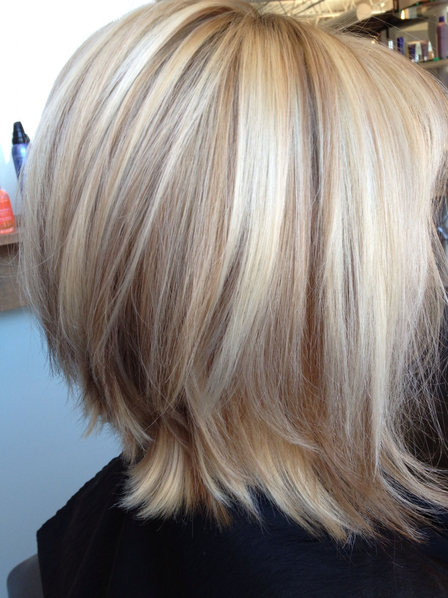 Gorgeous blonde bob with lowlights (like how longer layers flip