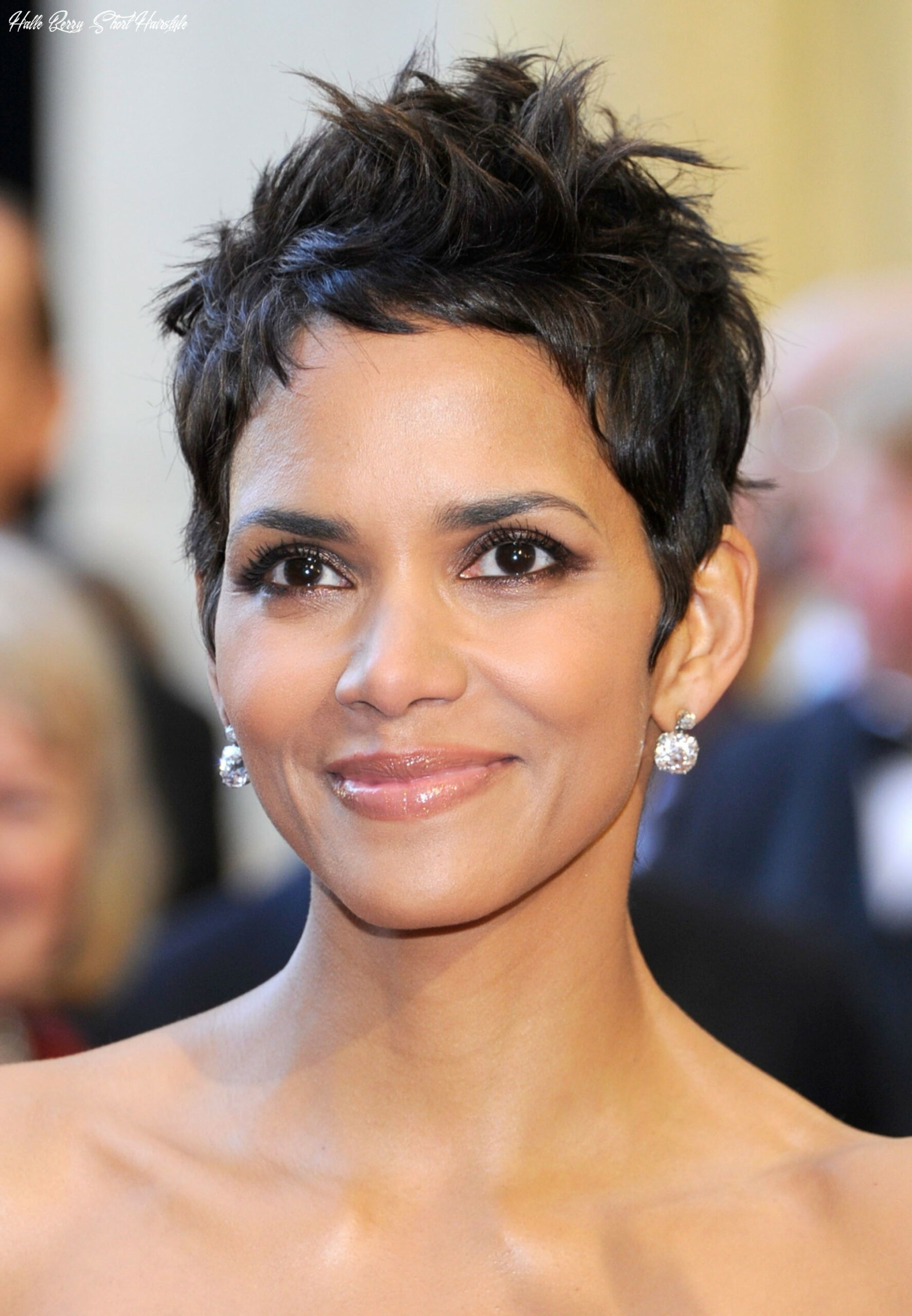 Halle berry … | halle berry hairstyles, celebrity short hair