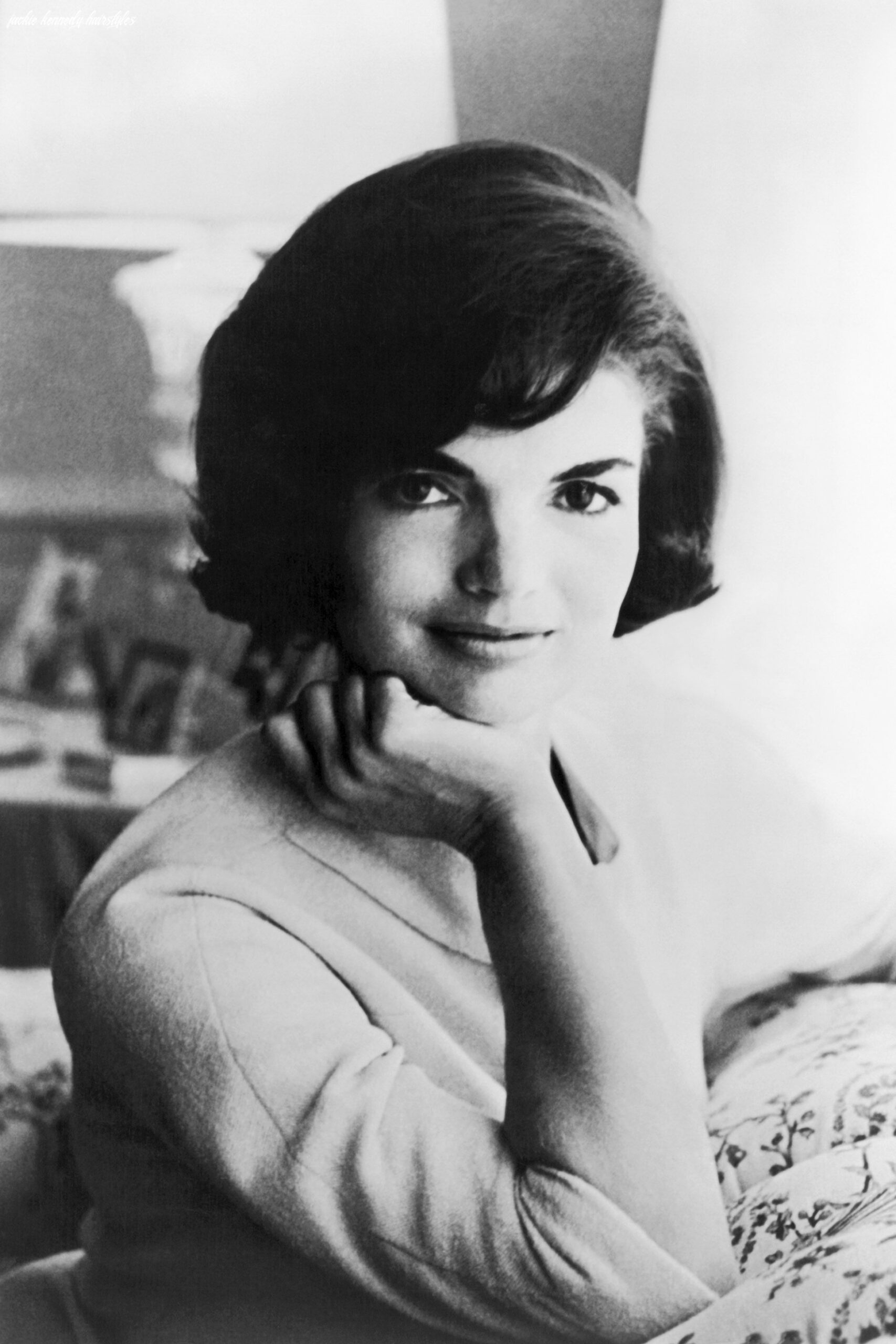 Iconic jackie kennedy fashion pictures style photos of jackie o jackie kennedy hairstyles