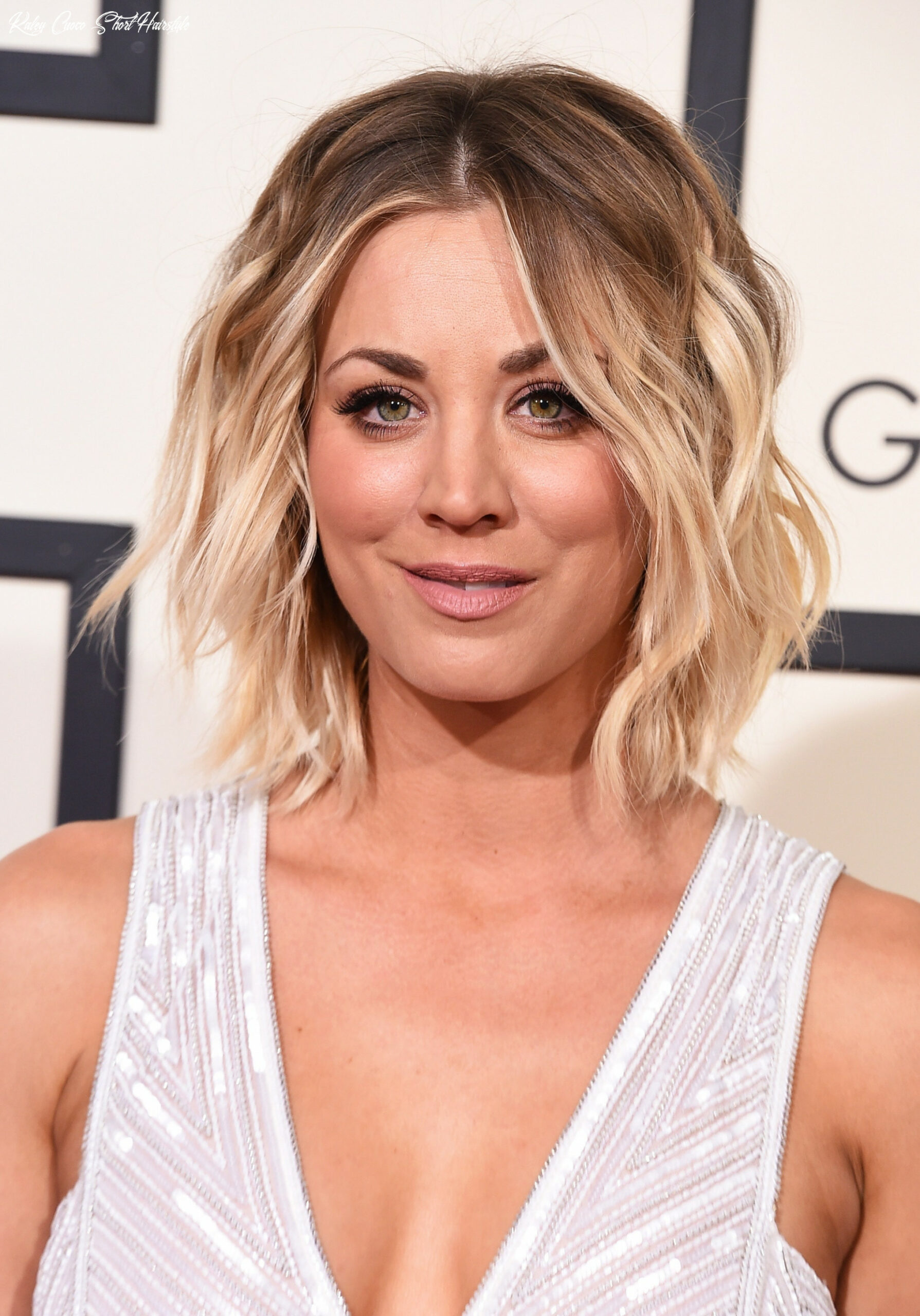 Kaley cuoco hair evolution: see how she grew out her pixie | glamour kaley cuoco short hairstyle