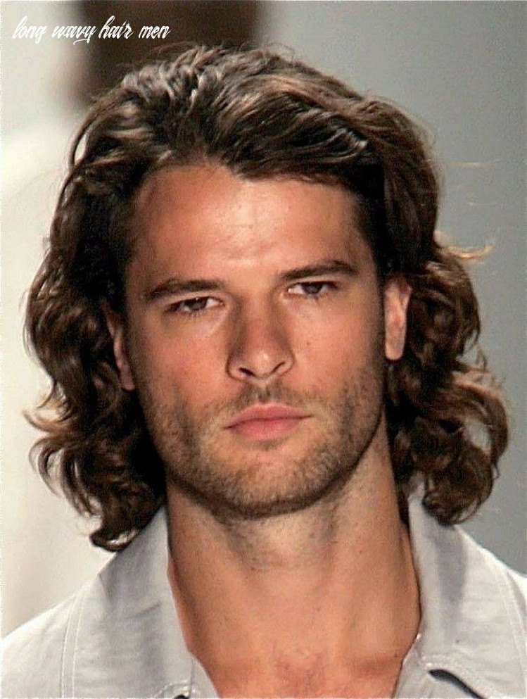 Long wavy hair is also very attractive to men   long hair styles
