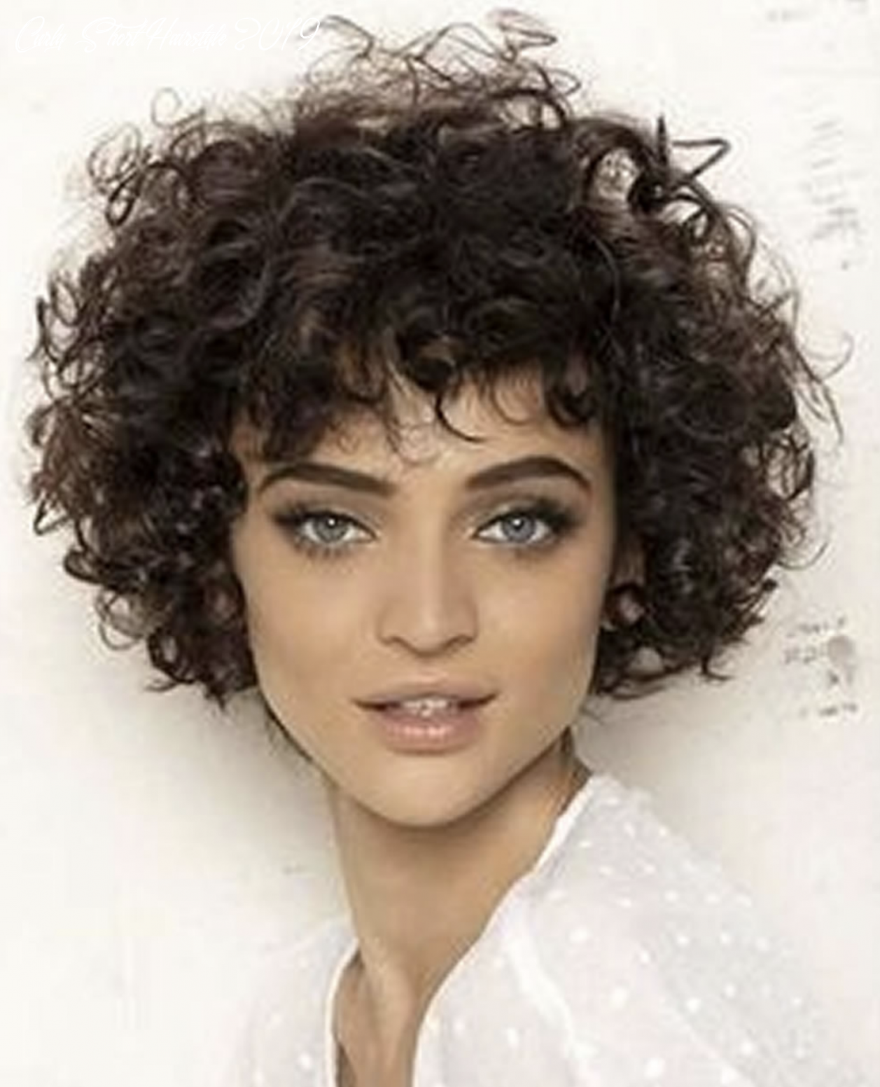 Lovely curly short haircuts and bob pixie hair 11