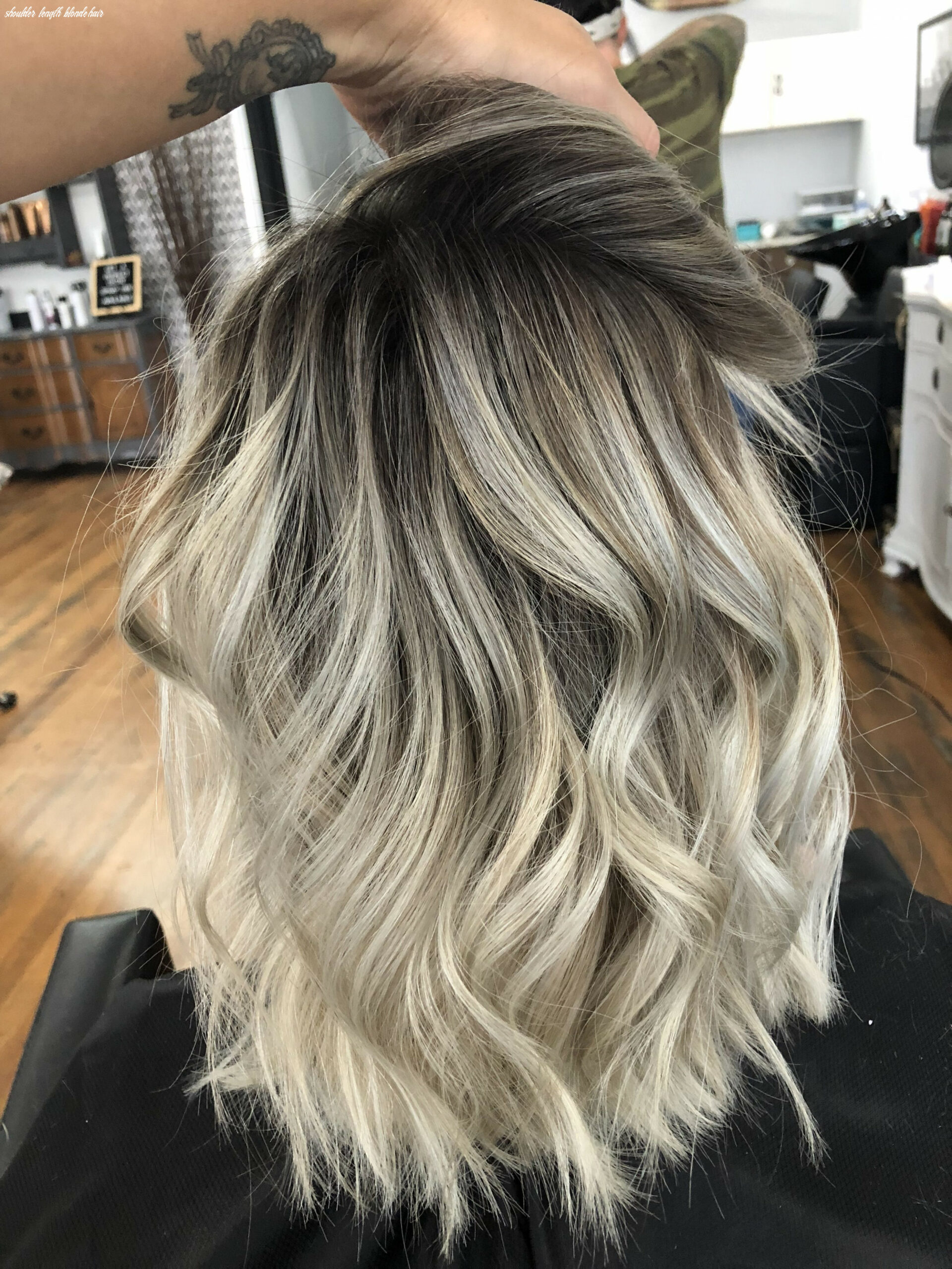 Shoulder length blonde balayage | mid length blonde hair, shoulder