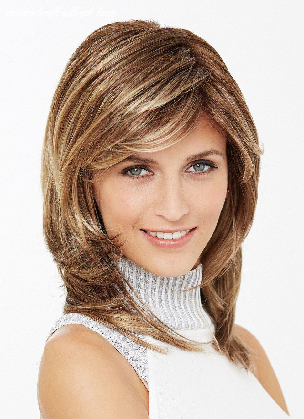 Shoulder length straight layered synthetic hair wig with side bangs shoulder length with side bangs