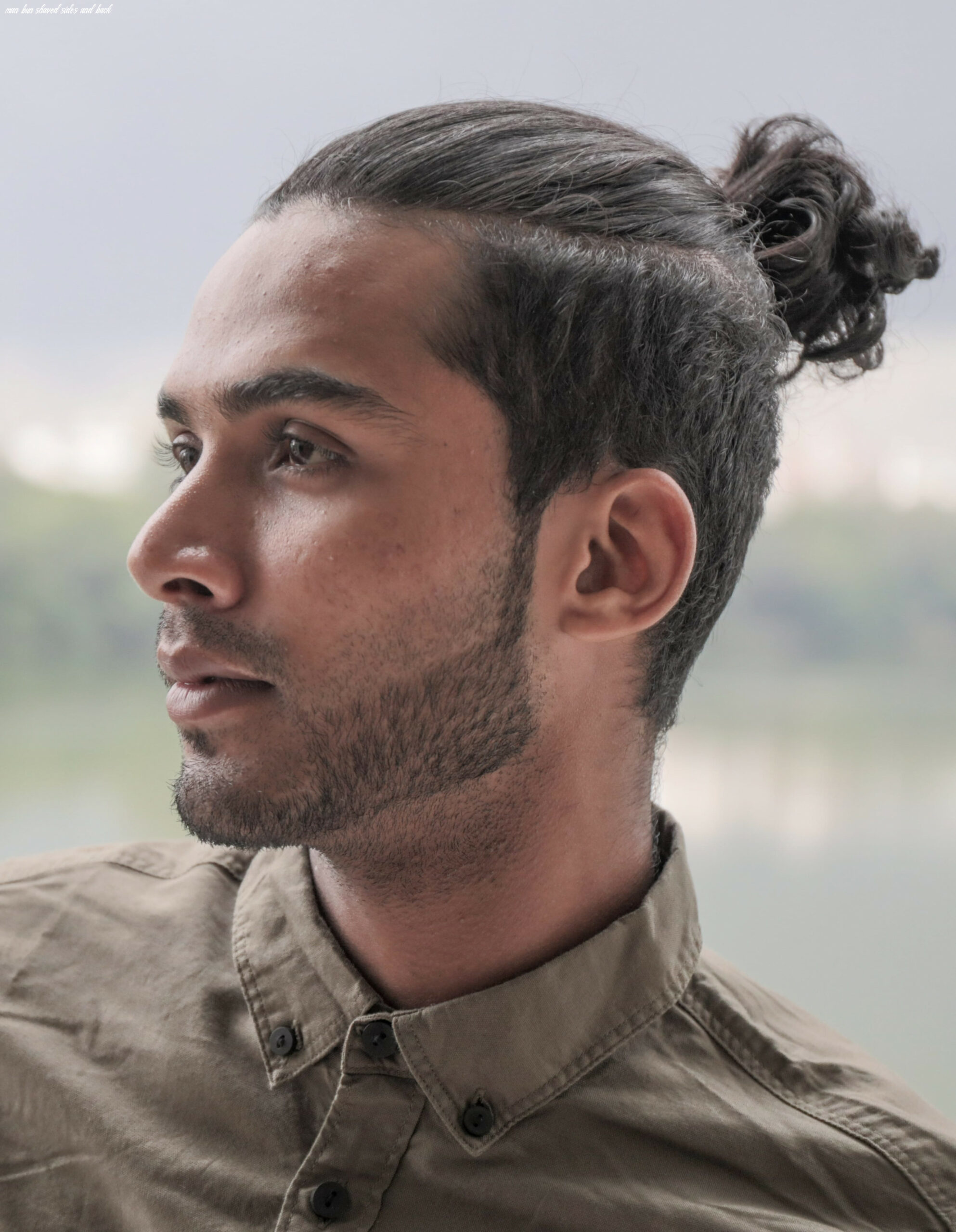 The top knot hairstyle visual guide for men (12 different styles) man bun shaved sides and back