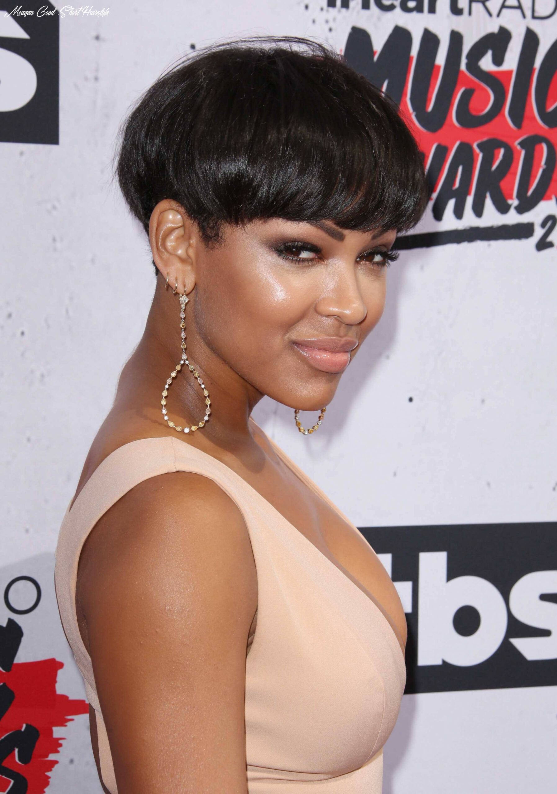 Why you should consider getting a bowl cut this year meagan good short hairstyle